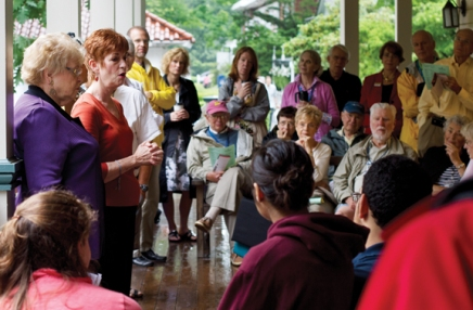 Religious diversity occupies conversation at Trustee Porch Discussion