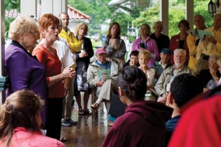 Religious diversity occupies conversation at Trustee PorchDiscussion