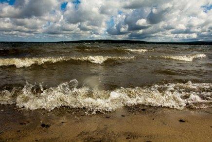 BTG Lake Walk demonstrates how to take watersamples