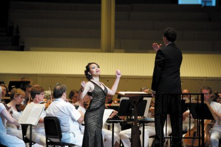 Opera Young Artists fill the huge space of the Amp as Osgood leads CSO with high energy, familyspirit