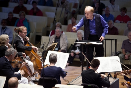 'A dark fairy tale': Violinist Gomyo joins CSO, guest conductor Seaman on Sibeliusconcerto