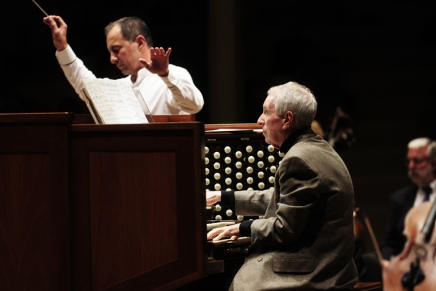 Review — Massey emerges victorious: Battle of organ vs. orchestra highlights CSO'sThursday
