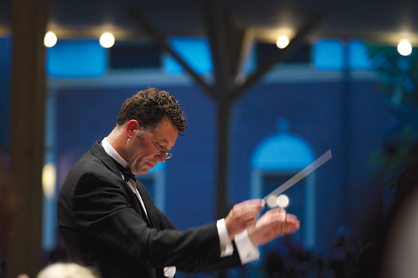 Steven Osgood conducts the Chautauqua Symphony Orchestra.