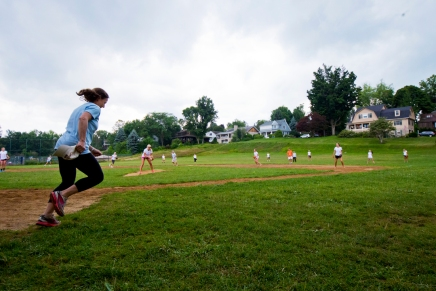 Mother-daughter softball game showcases friendlycompetition