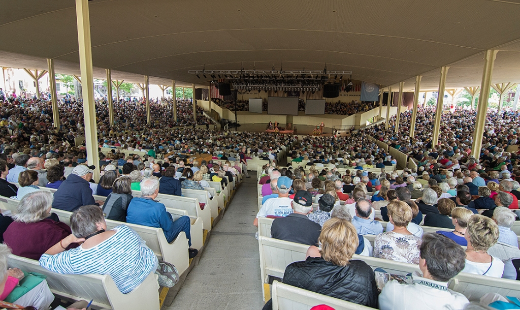 A capacity Amphitheater crowd listens to Ken Burns and Geoffrey Ward in August 2014. (Rachael Le Goubin | File Photo)