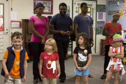 Theater company plays off kids' imaginations at Children'sSchool