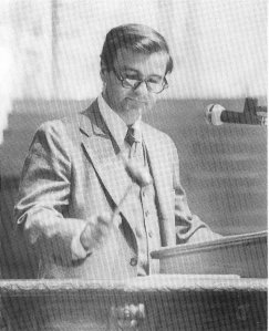 President Bob Hesse opens the 106th assembly with the traditional Three Taps of the Gavel in June 1979 in the Amphitheater. (Christopher Gibbs | File photo)