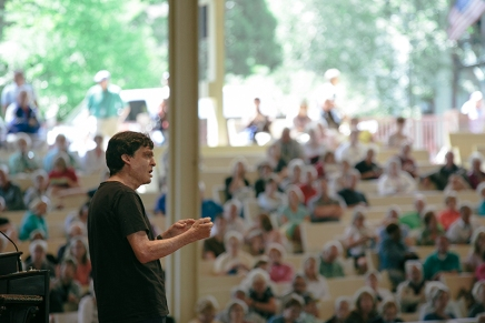 Ariely discusses the psychology ofmoney