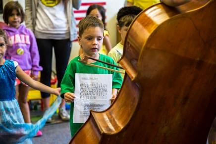SLIDESHOW: MSFO students visit Children's School to introduce theirinstrument