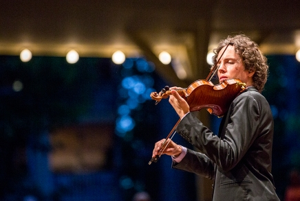 Review: Guest violinist Fain, conductor Canellakis illustrate great potential in Chautauqua debut